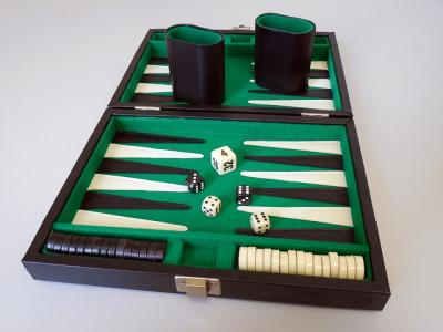 backgammon stratey
