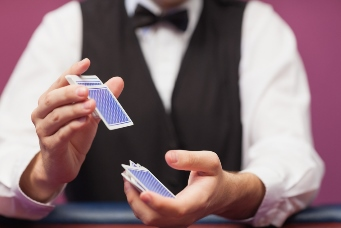 how to play caribbean stud poker who wins